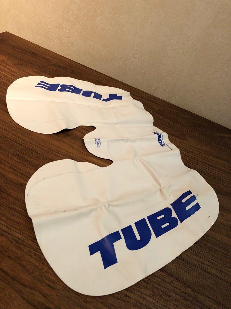 TUBE のアルバム『納涼』の初回限定特典『真夏の夢枕』らしい。エアー枕。この頃、TUBEが好きでアルバムほとんど持ってた。 https://t.co/fhznI6h4b8