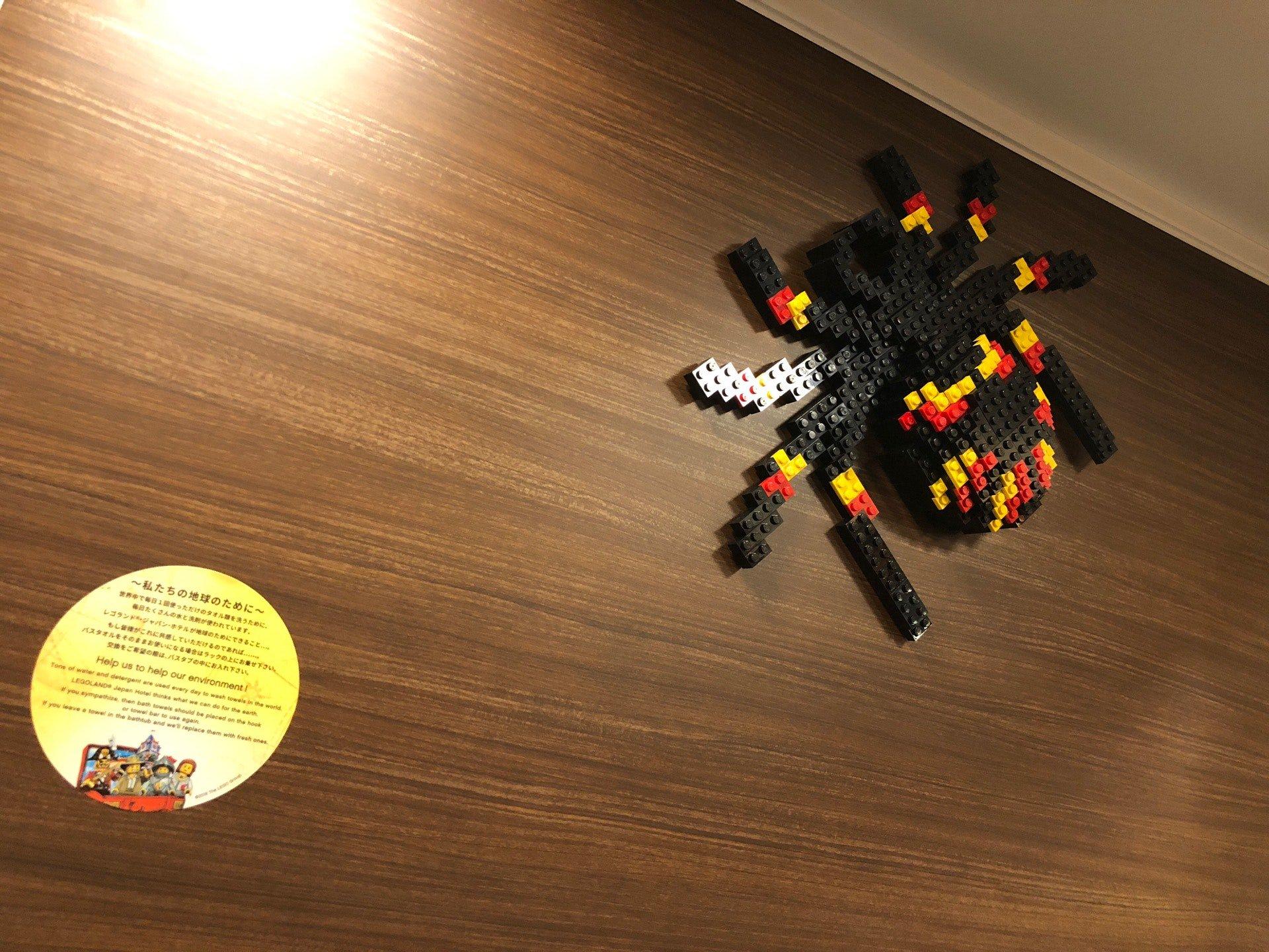 トイレに蜘蛛がいる Σ(・□・;) (@ レゴランド・ジャパン・ホテル in 名古屋市港区, 愛知県) https://t.co/O3l59GeDWj https://t.co/Tek8mbsEIq