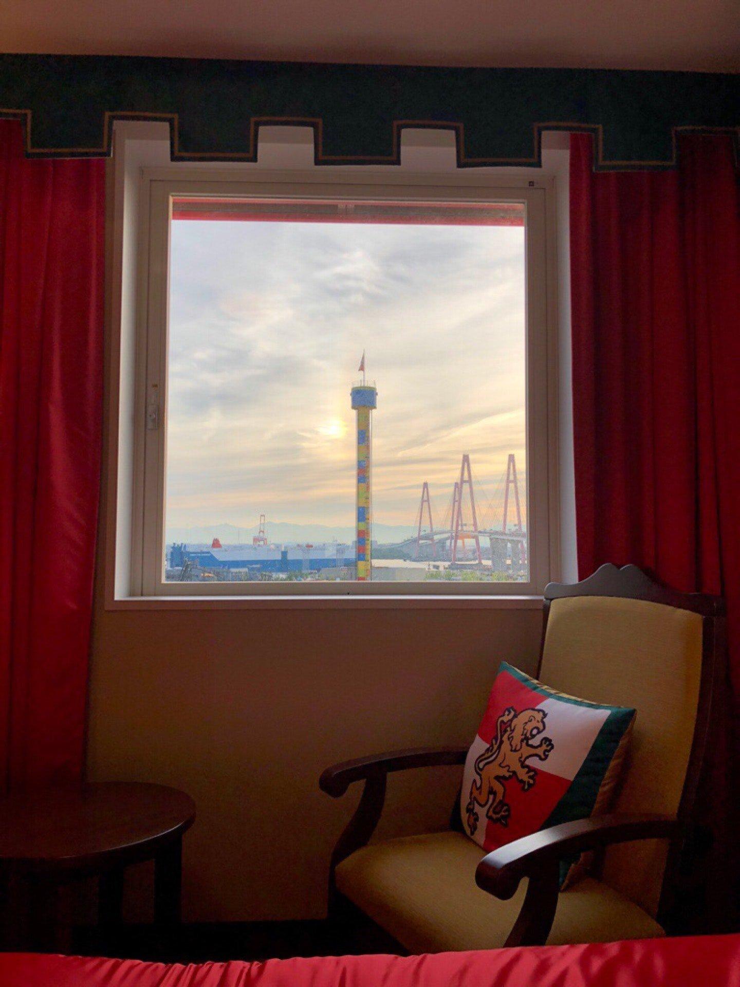 部屋の窓からオブザーベーションタワーが見える。 (@ レゴランド・ジャパン・ホテル in 名古屋市港区, 愛知県) https://t.co/v0DfJkAMxX https://t.co/xqq3QO6fBT