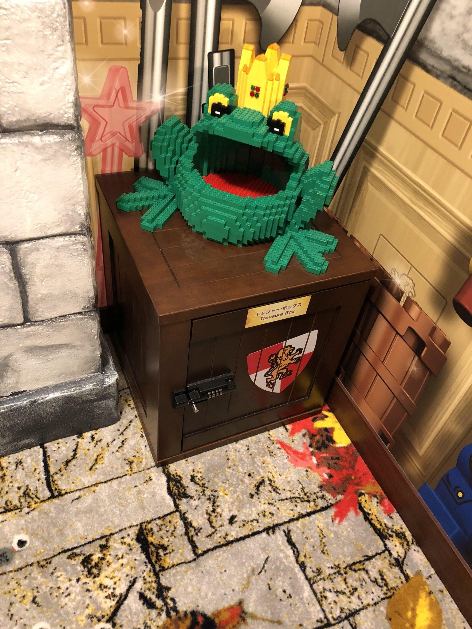 レゴランド・ジャパン・ホテルの部屋にあるトレジャー・ボックス。謎を解くと中の宝物がもらえる。 https://t.co/lXRXQFiVS6