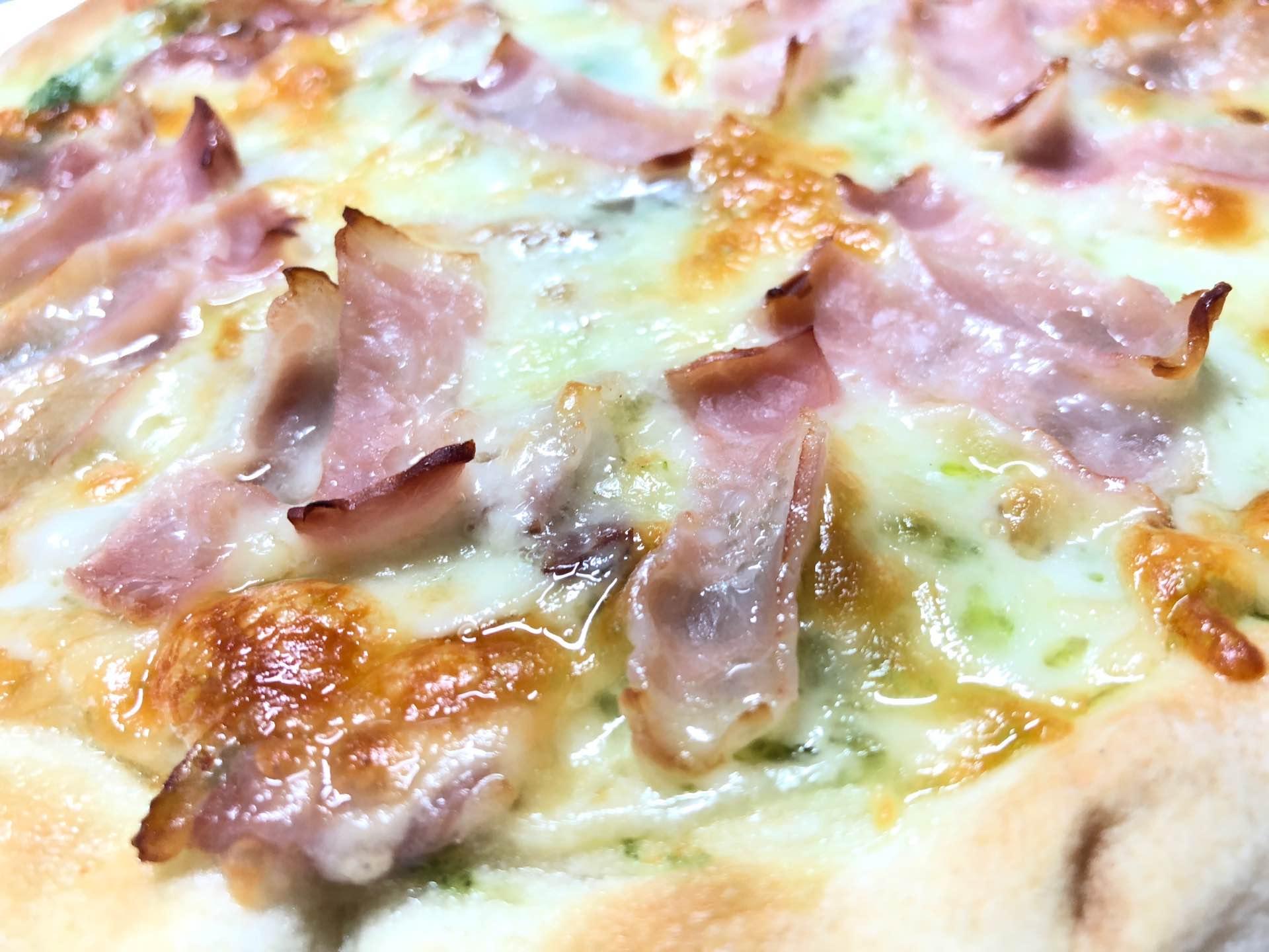 チルドピザにチーズとベーコン足して(゚д゚)ウマー https://t.co/eQOVeFz8lM