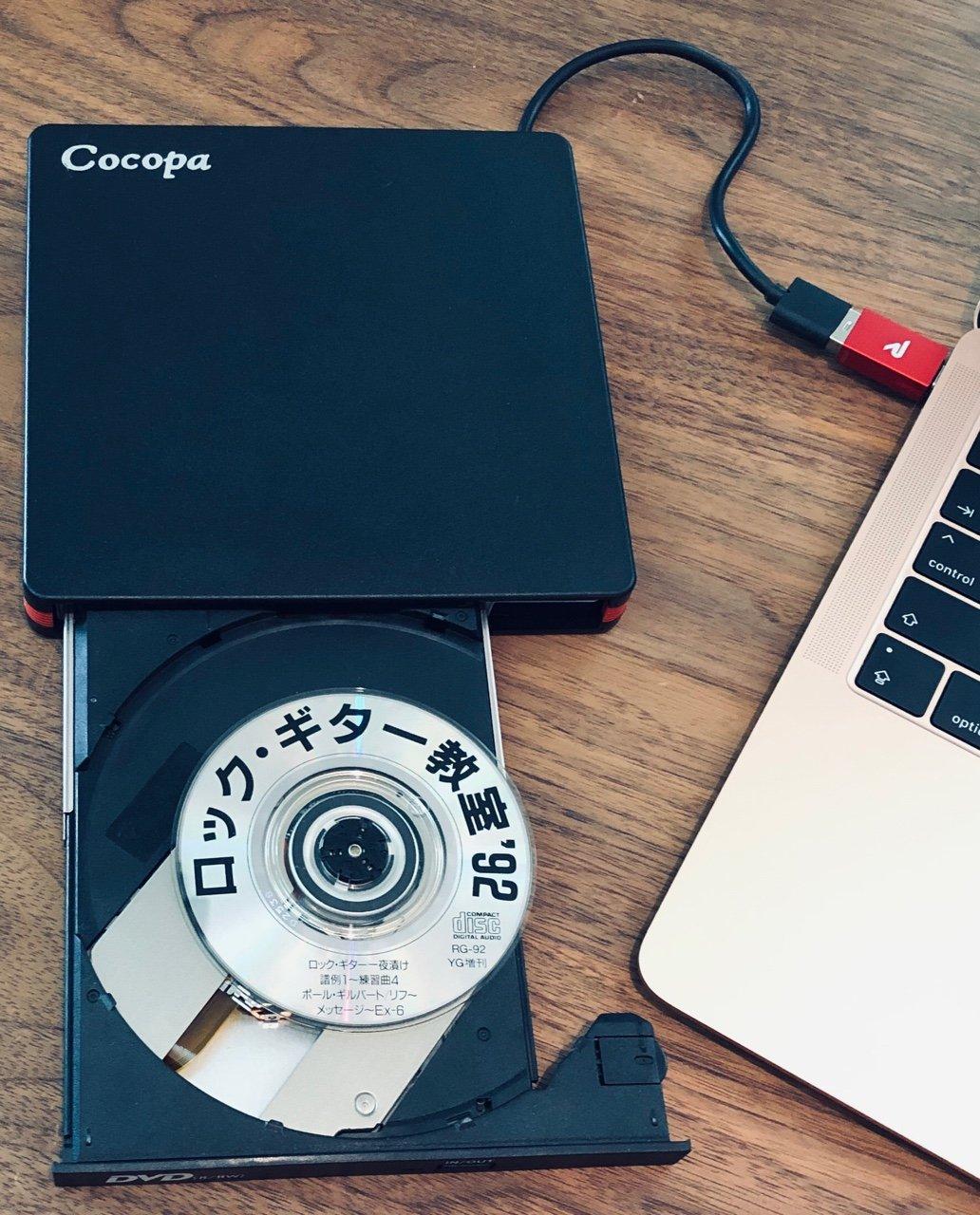Cocopa CDJP-002 + Rampow USB Type-C to USB 3.0 変換アダプタ + MacBook Air 2018 + iTunes で CD をリッピング。普通の CD (12cm CD) も Mini CD (8センチCD) も使えた。ただリッピング後にランプがつかなくなって前面のスイッチを押してもCDが出てこなかった。macOS側の取り出し操作で出せたけど。 https://t.co/MvXROTpgvy