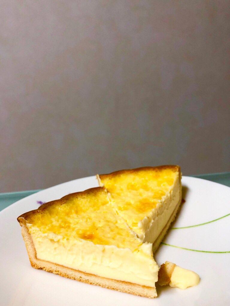 ノエル・ド・ティオ なめらかベイクドチーズケーキ (゚д゚)ウマー チーズケーキっていうかミルクプリンのような味がほのかに(゚д゚)ウマー https://t.co/J7dq6dtLLc