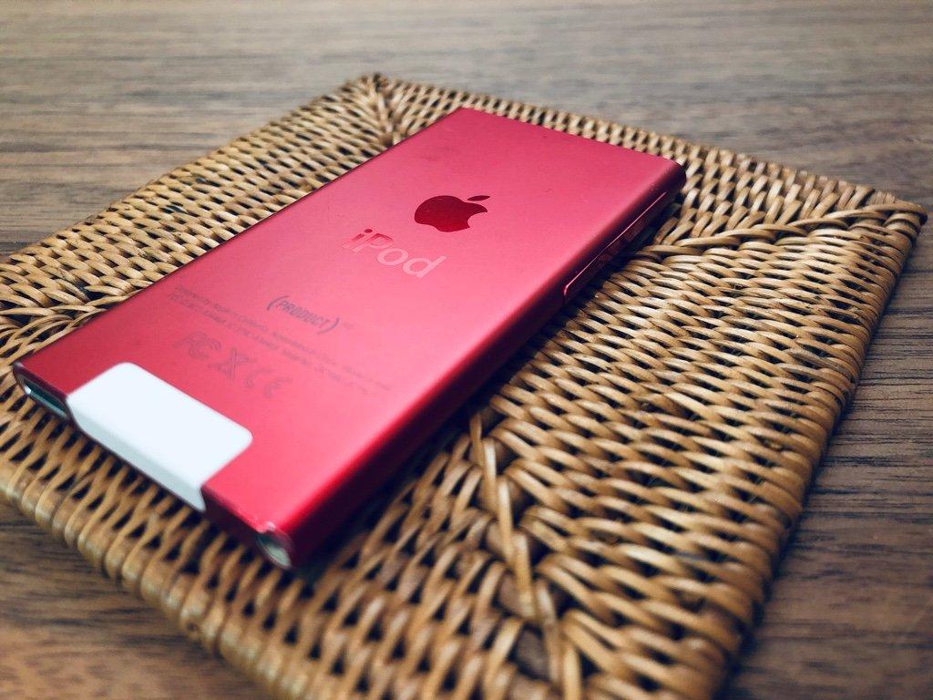 iPod nano 7th Generation (PRODUCT) RED / iPod nano の最後の世代らしい。2012年発売。まだウチの車載用ミュージックプレイヤーとして使っていて、カーナビにつないで聴いてる。 https://t.co/IKqOqrGUCO