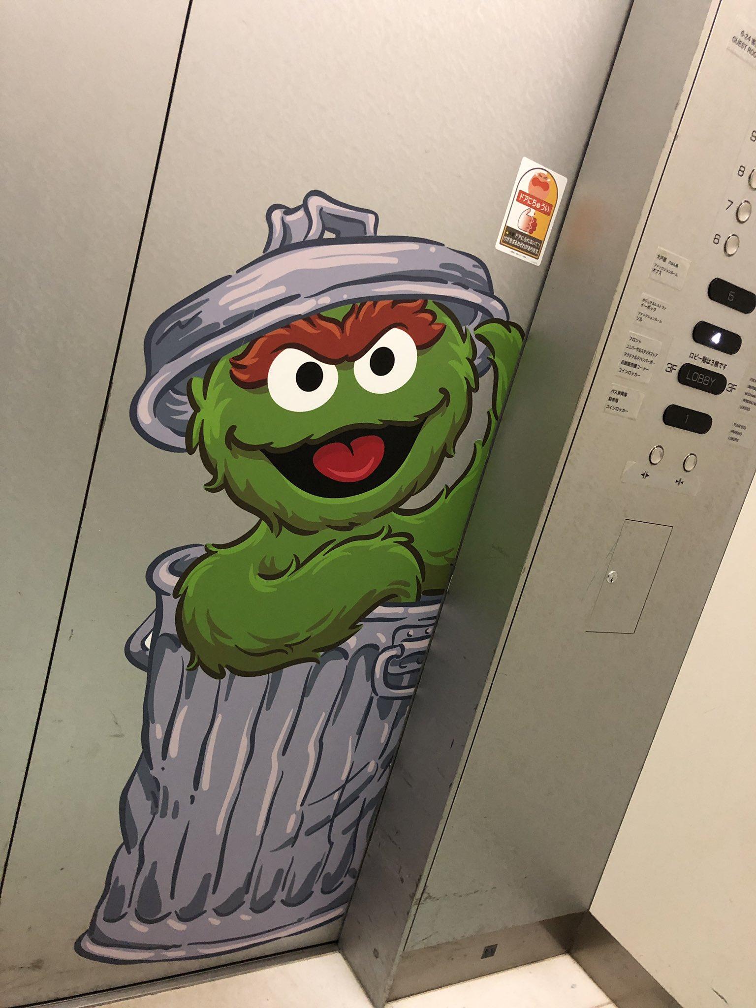 エレベーターにもセサミストリート https://t.co/lopZlPYSAs