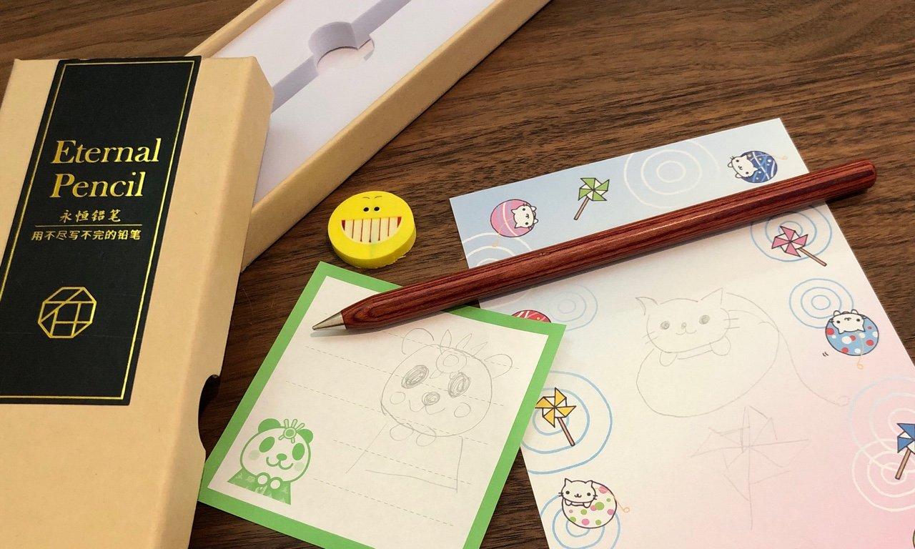 Eternal Pencil を Amazon マーケットプレイスにて1399円で購入。  「 ペンの先が紙とのすべりに通じて、紙の表面に合金金属分子を残します」 「ペン先は0損耗で、無限に書き続けることが出来ます」  永久鉛筆 書き切れない https://t.co/26NcuJFijm https://t.co/ujaKWjfiB1