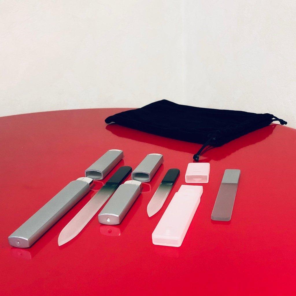 爪切りから爪ヤスリに移行しようと思って買ってみた。けっこう削れるけど削りすぎたり削りが足りなかったり修練が必要かも(;・∀・) Amazonマケプレで999円。  「爪やすり、爪磨きともにガラス製」  Clarente 爪やすり 爪磨き ガラス製 専用 ケース付 4点セット ネイル ケア https://t.co/2LnK4S675T https://t.co/BD6lYqo6po
