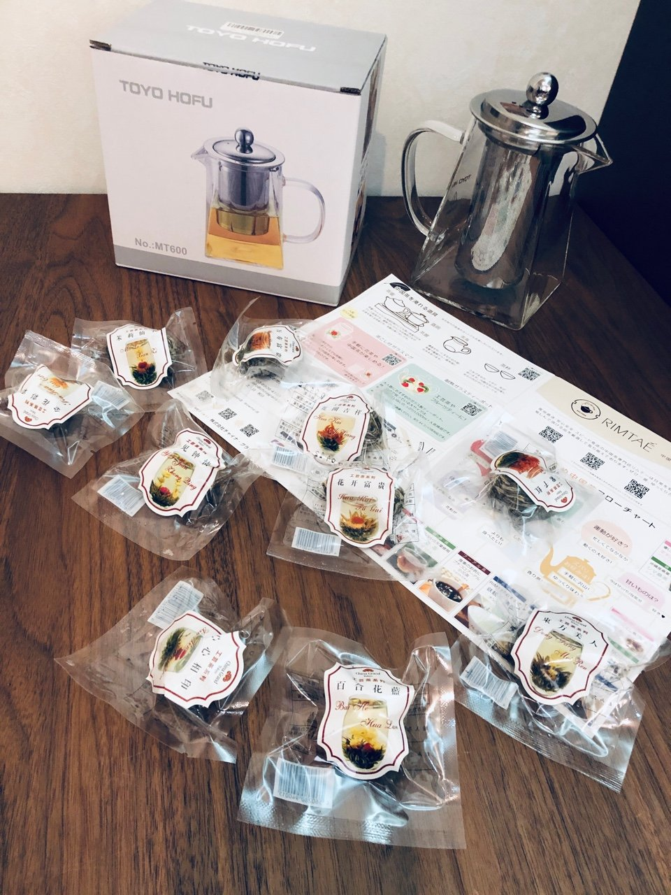去年の12月に買った中国茶・工芸茶をようやく飲み始めた。買ってからもう半年以上たってしまっている・・・Amazonにて工芸茶10種類で2500円、TOYO HOFU ティーポットは2029円だった。 https://t.co/JZ30KgvN7c