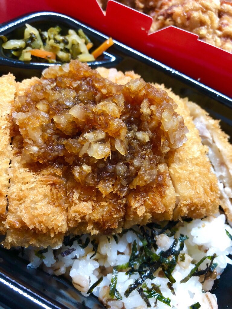 ほっともっと さっぱりおろしかつめし。なんか魚っぽい味がする(;´∀`) 魚フライを揚げた油なんだろうか。 https://t.co/8LR8i9mk4r