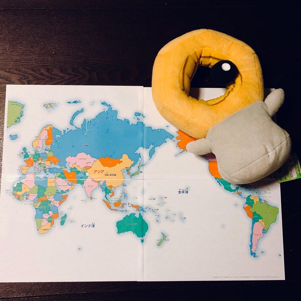 A4紙4枚に印刷した世界地図をテープでつなげる。子どもの学習用に。  子ども用 世界地図 【カラー/ 国名入り】 無料ダウンロード・印刷|ちびむすドリル【小学生】 https://t.co/Scl2pGQJ2w https://t.co/oCzzlr3mTV