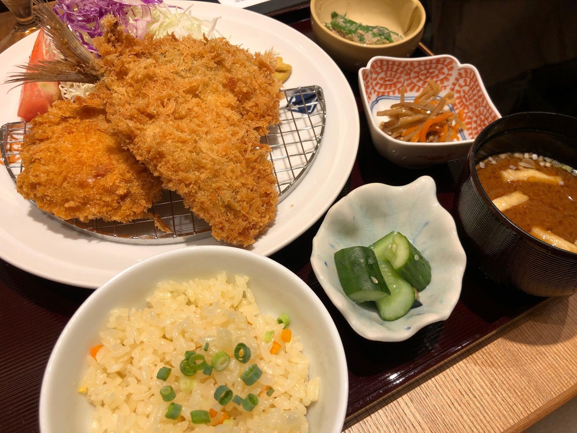 アジフライ、メンチカツ、蜜柑の炊き込みご飯。 (@ 大かまど飯 寅福 in 名古屋市, 愛知県) https://t.co/uXEnBqE339 https://t.co/Q9QCzDg606