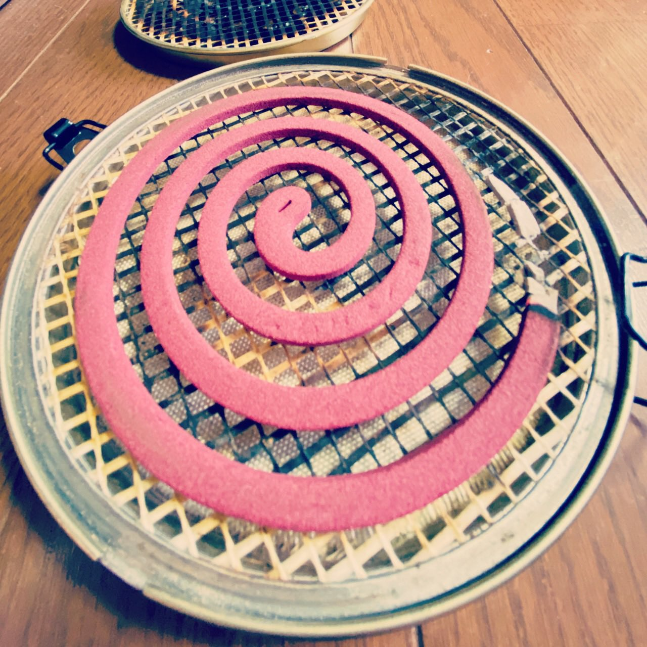 mosquito coil 蚊取り線香を焚く https://t.co/4A9K0y1DQl