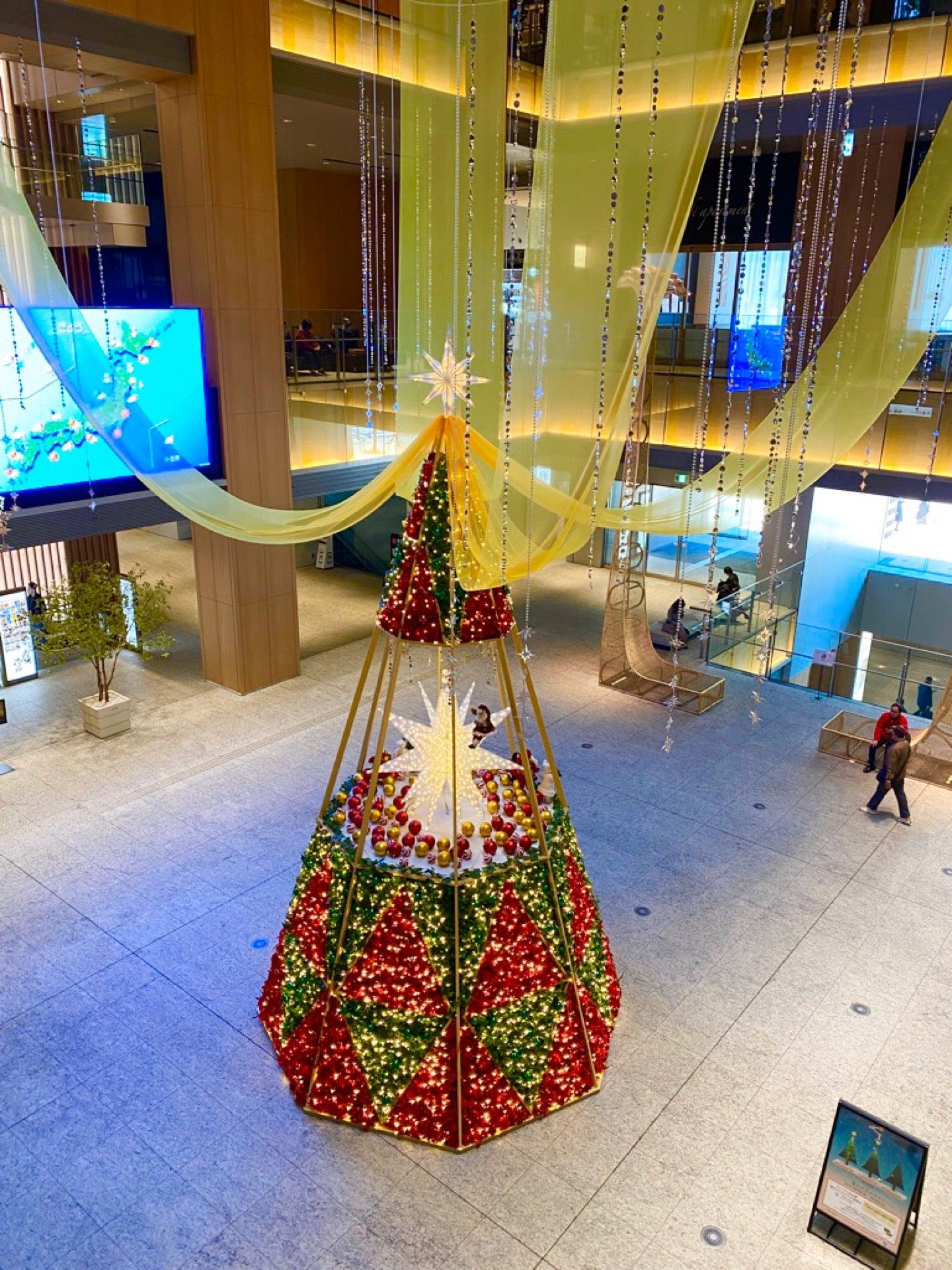 クリスマスツリーぽいの (@ KITTE名古屋 in 名古屋市, 愛知県) https://t.co/8SxbcIo0gl https://t.co/OTxsxlBlM3