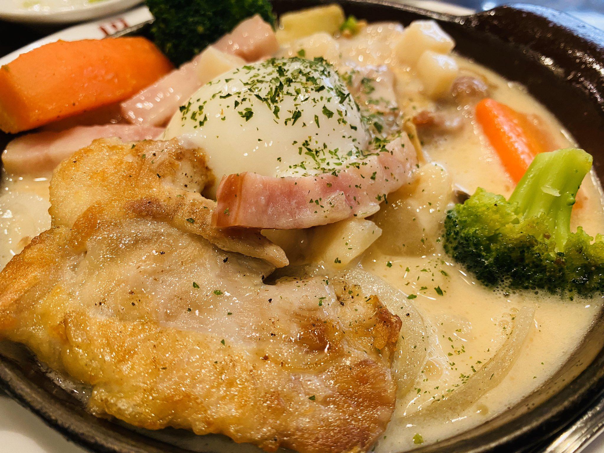 クラムチャウダースープにチキンと野菜。 https://t.co/sqfIjVfDFk