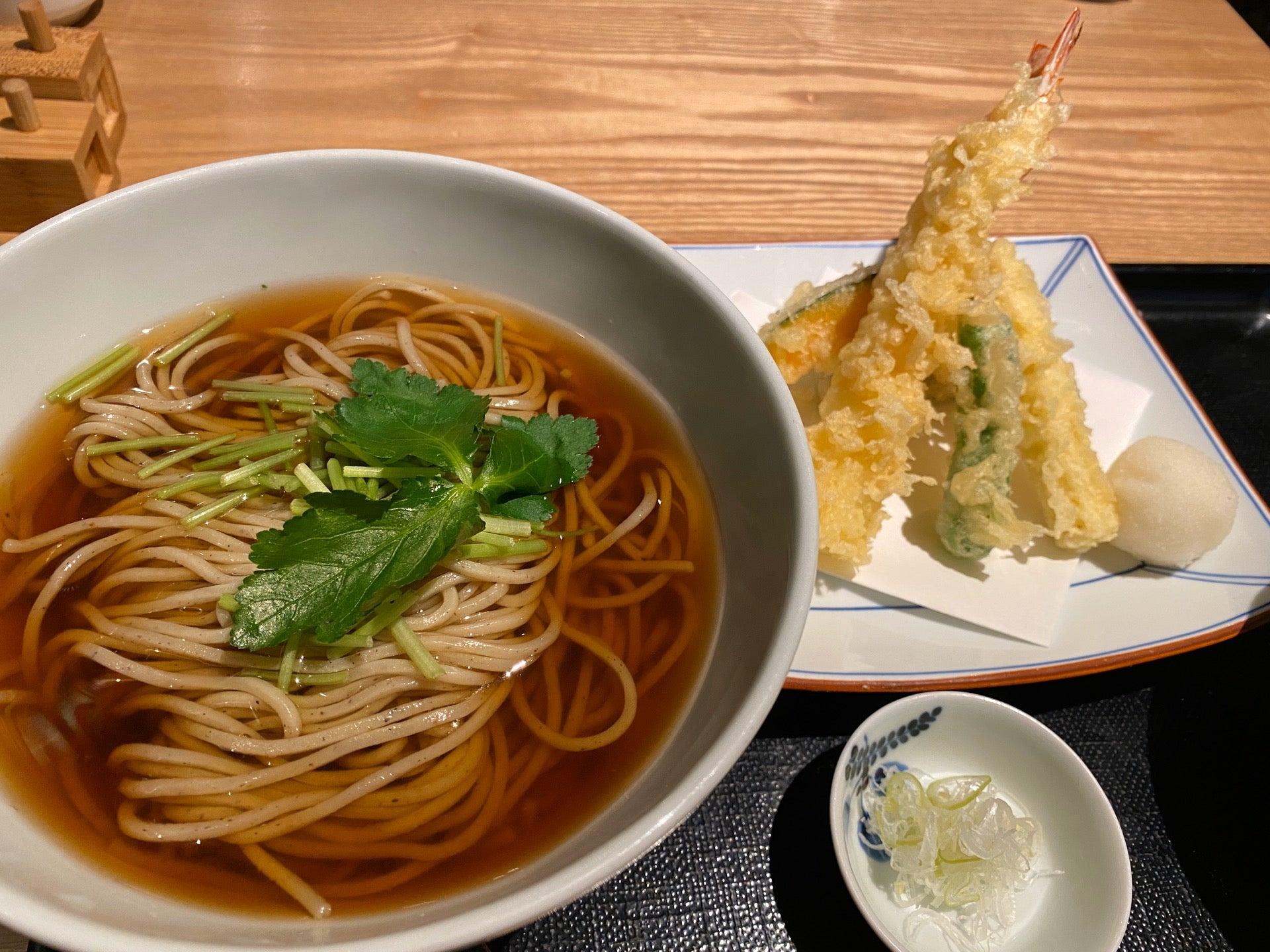 かけそばと天婦羅。蕎麦は大盛り無料。 (@ 松玄 名古屋JRゲートタワー店 in 名古屋市, 愛知県) https://t.co/Zc9plje6Ih https://t.co/NjjBebHWWj