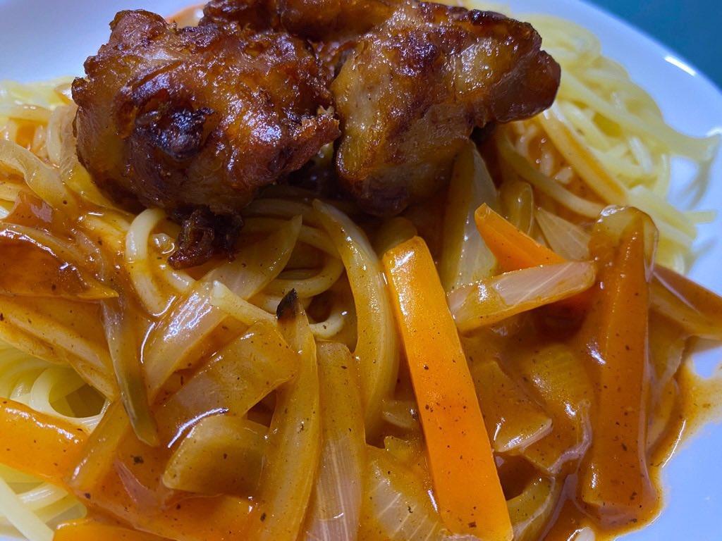名古屋名物あんかけスパゲッティにからあげ乗せて食べる (゚д゚)ウマー ソースはスーパーで売ってたヨコイのソース https://t.co/VDT2ZgtOQo