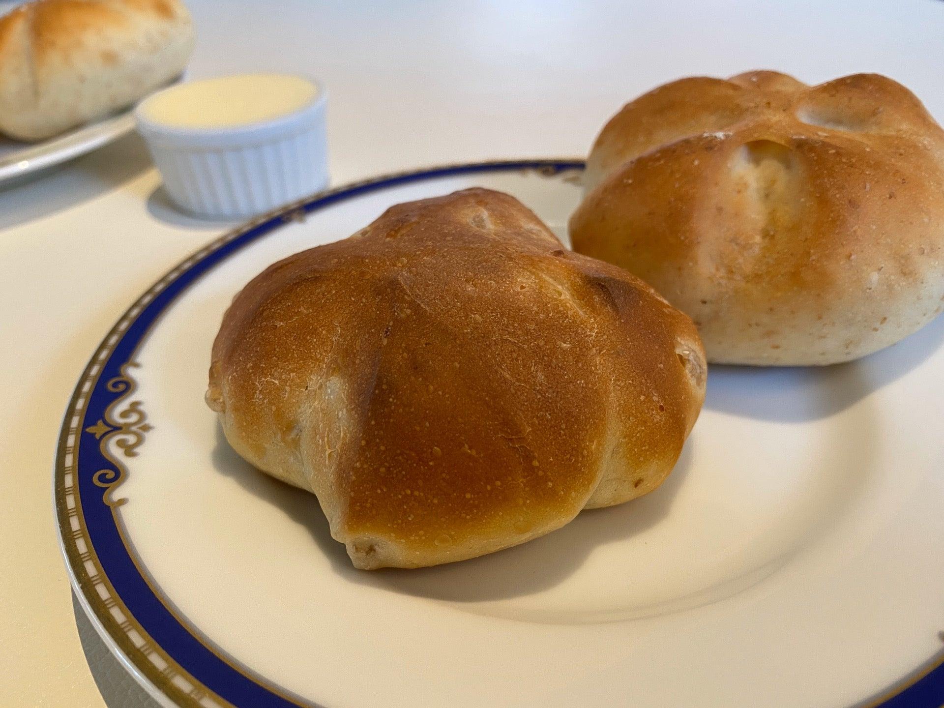 もち麦や全粒粉を練り込んだパンにガーリックマーガリン (゚д゚)熱々ウマー (@ Trattoria Cortile) https://t.co/HBOZ1Yoklp https://t.co/DLrDQMascH
