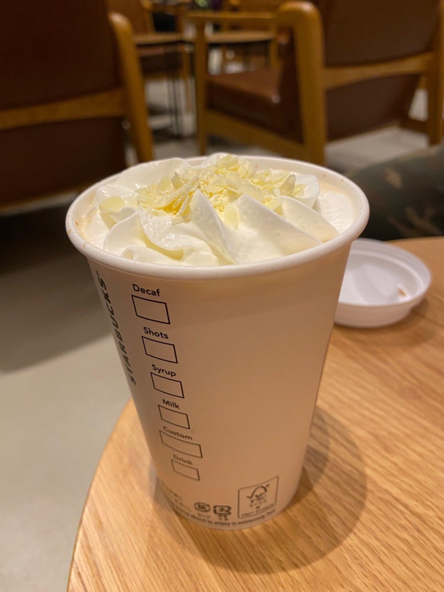 ホワイト チョコレート with ラテ (゚д゚)ウマー ここのスタバはじめて来た、小牧市初のスタバ。 (@ Starbucks 小牧川西店 - @starbucks_j in 小牧市, 愛知県) https://t.co/nWT4hR0NUe https://t.co/ZqZGNId98I
