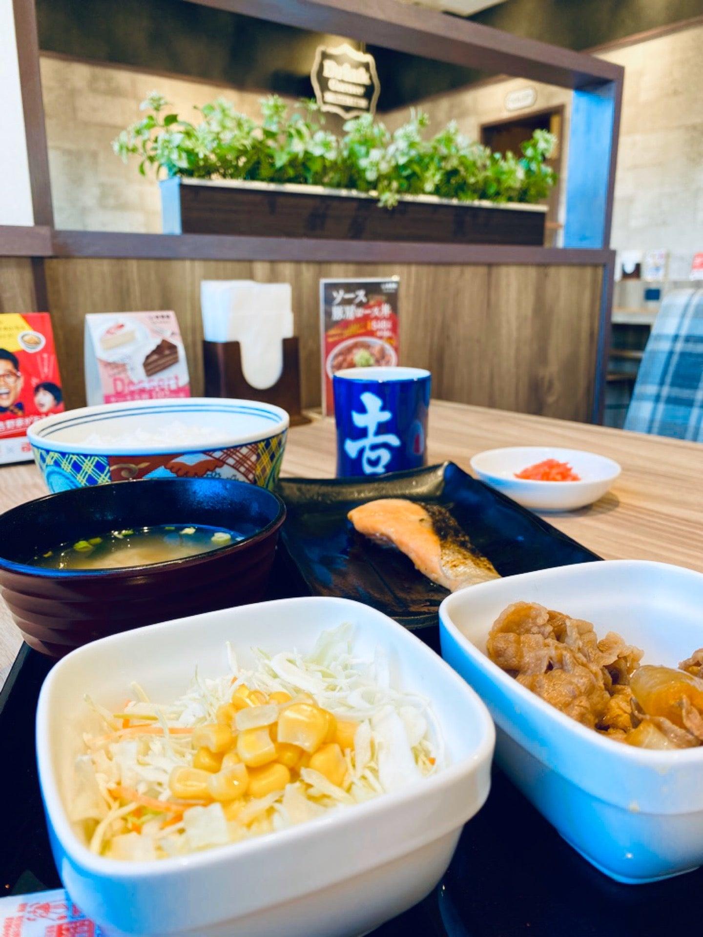 フードコートみたいな吉野家で朝食。 (@ 吉野家 41号線小牧店 - @yoshinoyagyudon in 小牧市, 愛知県) https://t.co/d9mN6ao1sV https://t.co/2s7wRNi0Hr