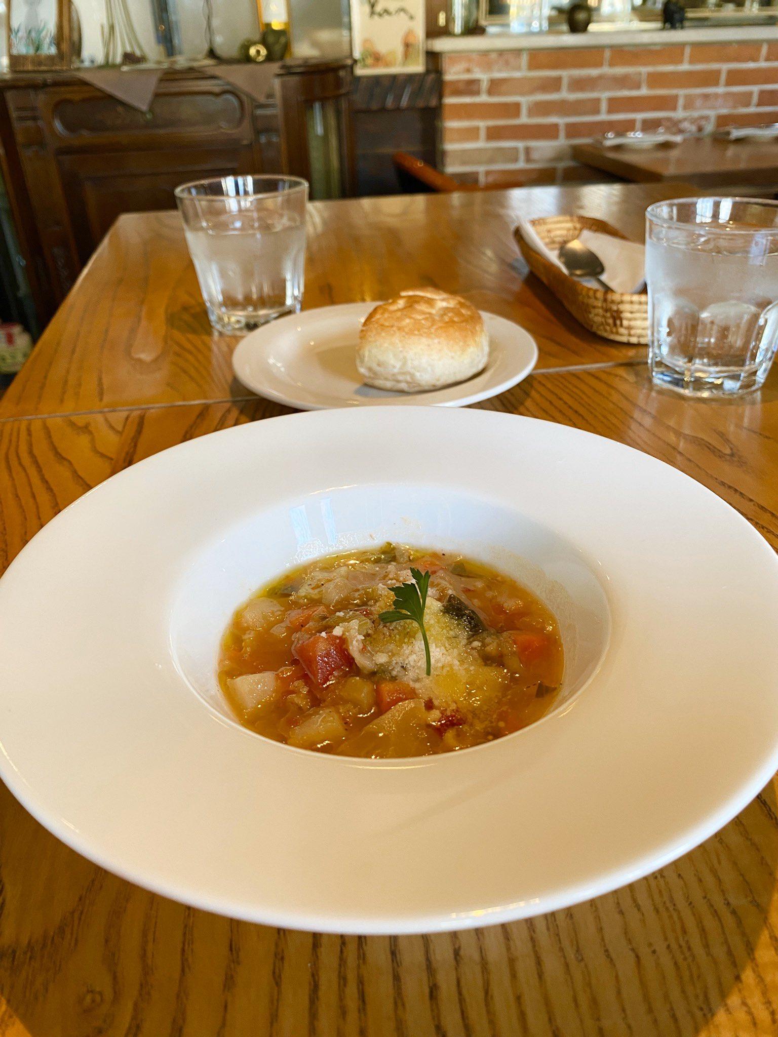 スープ お皿 でかい (゚д゚)ウマー https://t.co/An1H6EamUy