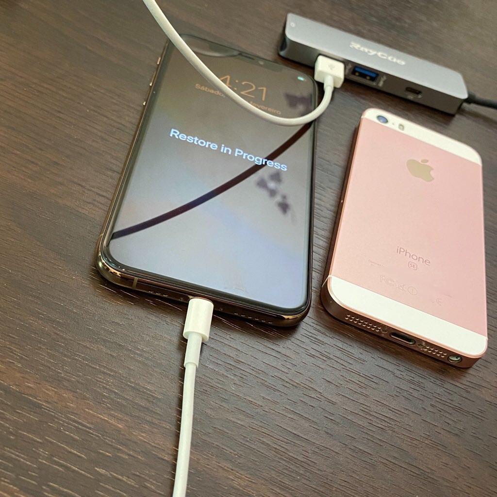 iPhone SE のバックアップデータを iPhone 11 Pro に復元 Restore in Progress https://t.co/wfg4hTYAWb