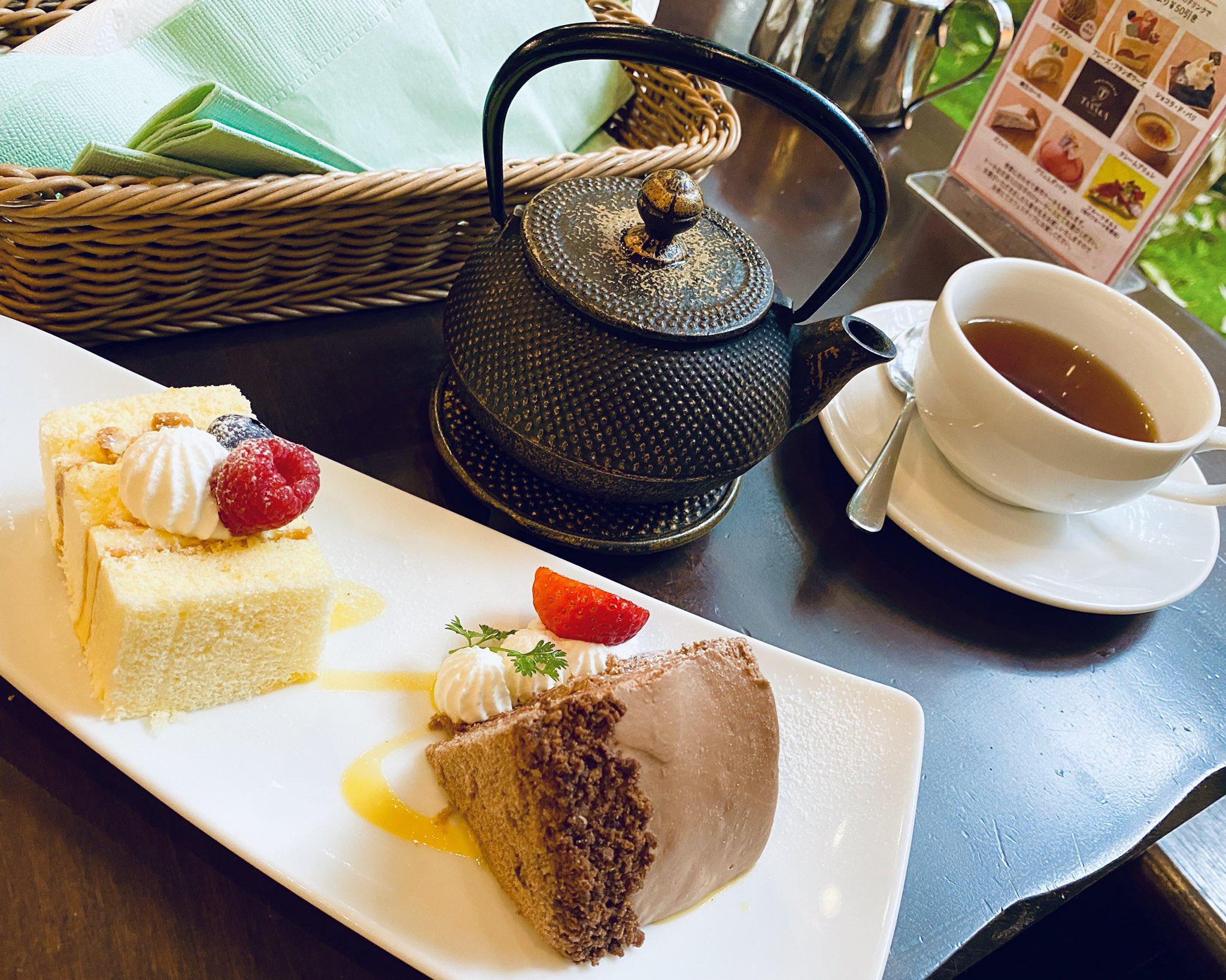 Cakes and a tea. https://t.co/K2vl4ZtpYq