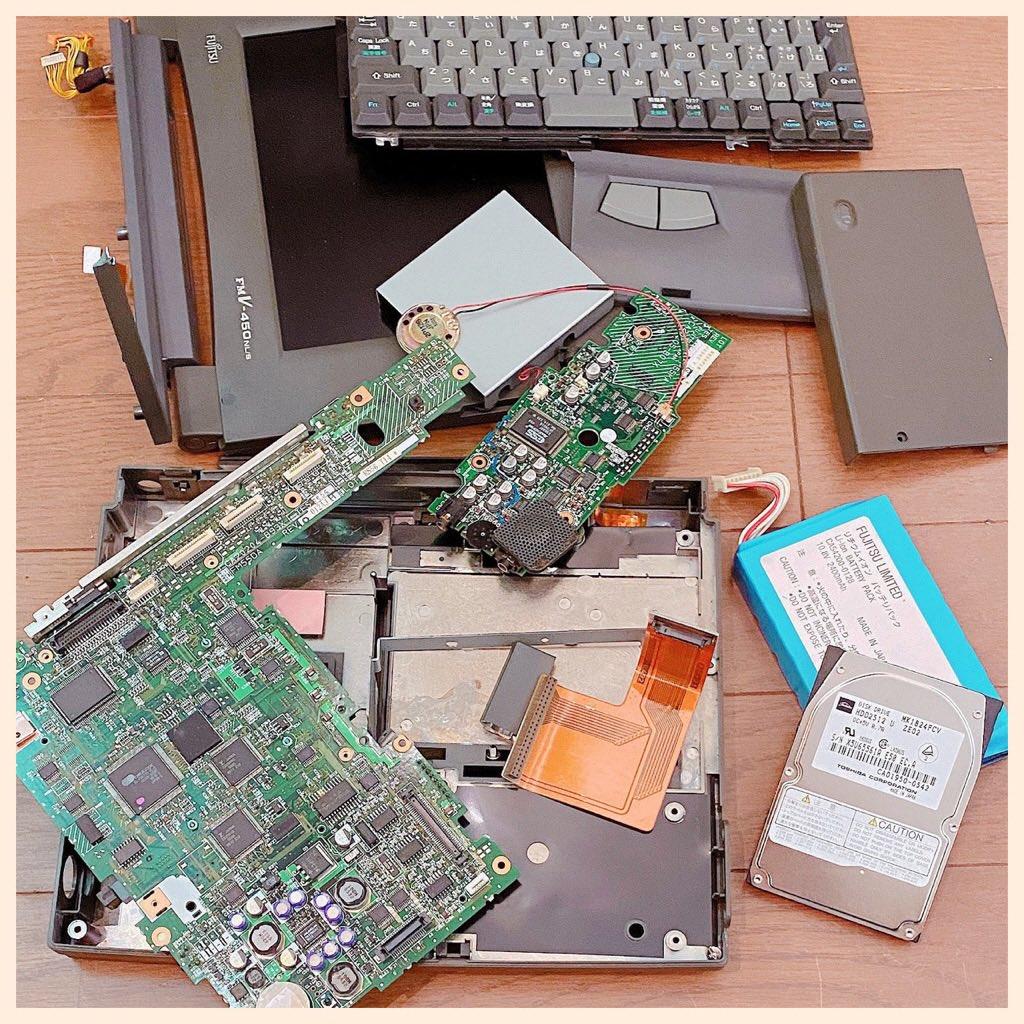 FMV-BIBLO FMV-450NL/S ここまでバラしてようやくハードディスクドライブを取り出せた。 https://t.co/4CmNyCKxgF