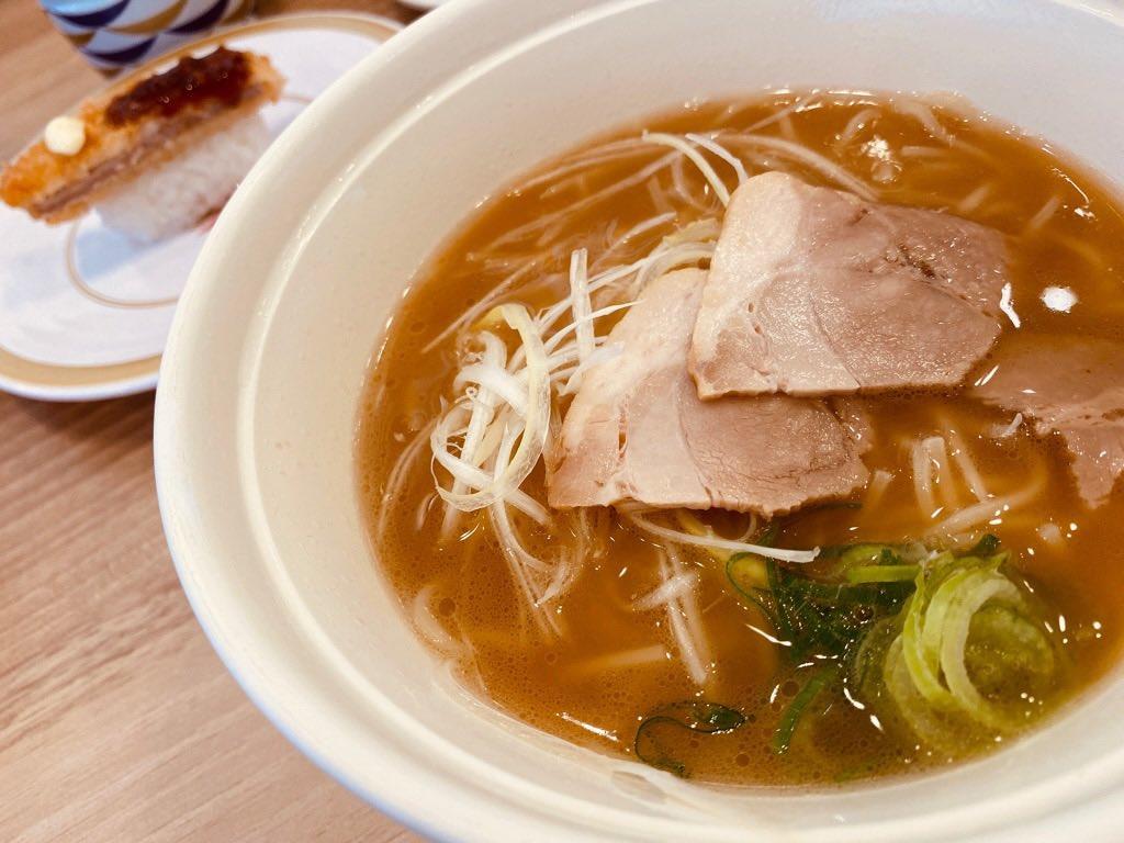 かっぱ寿司 ラーメン海鳴 監修 魚介とんこつラーメン。スガキヤの味に似てるスープ、細麺おいしい。とんかつにぎりもなかなか良い( ゚∀゚) https://t.co/Y4uSgoOD3L