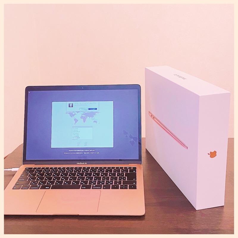 MacBook Air 2018 への macOS のインストールには30分ぐらいかかった。Mac が再起動して設定アシスタントが表示され、国/地域を選択画面が表示される。Mac を工場出荷時の状態にしたいので「command + Q」キーを押してシステムを終了。 https://t.co/PyK96Ur27G