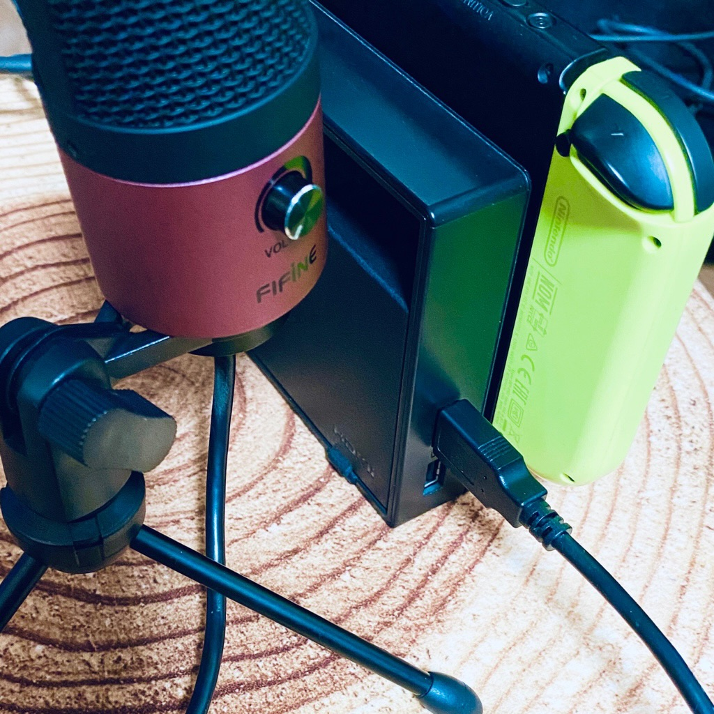 FIFINE K669 USB condenser microphone scarlet with Nintendo Switch for playing the Fortnite  USBマイクをNintendo Switchに接続してフォートナイトでボイスチャットできた(∩´∀`)∩ワーイ https://t.co/swvL0h6M85