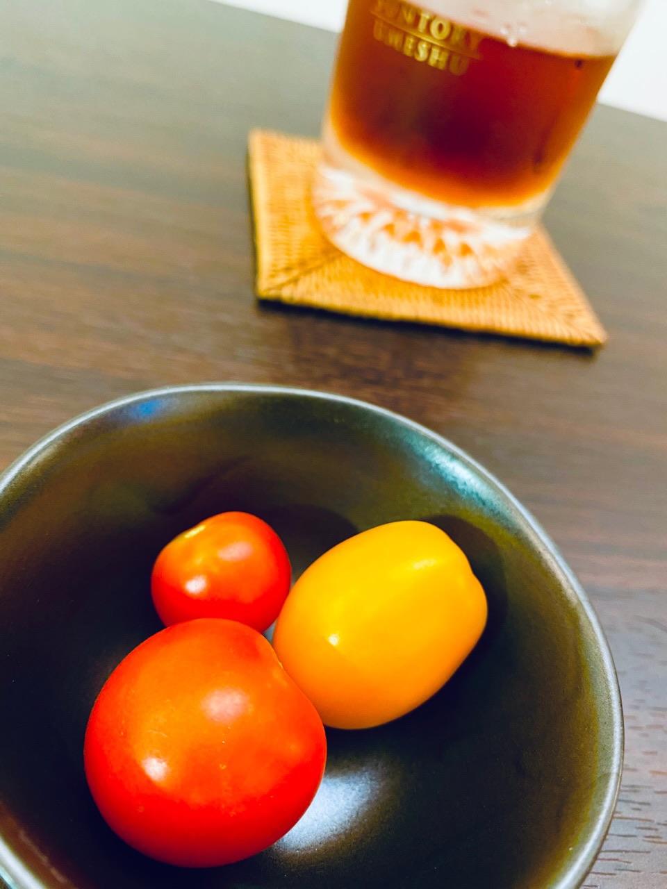 ミニトマト3種を今年初収穫。めちゃなり!トゥインクルとぺぺはなかなか甘い。ぺぺは小さめ。金あまはちょっと早く採りすぎたのか甘くなかった。 https://t.co/VXBfeBcxGi