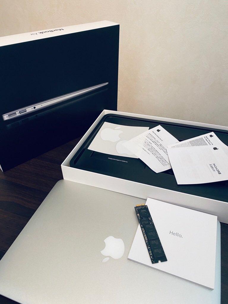 MacBook Air 2011 の箱を開けてみたらPCリサイクルマークあるし林檎ステッカーも残ってた(∩´∀`)∩ワーイ https://t.co/WQQ1n59B8u