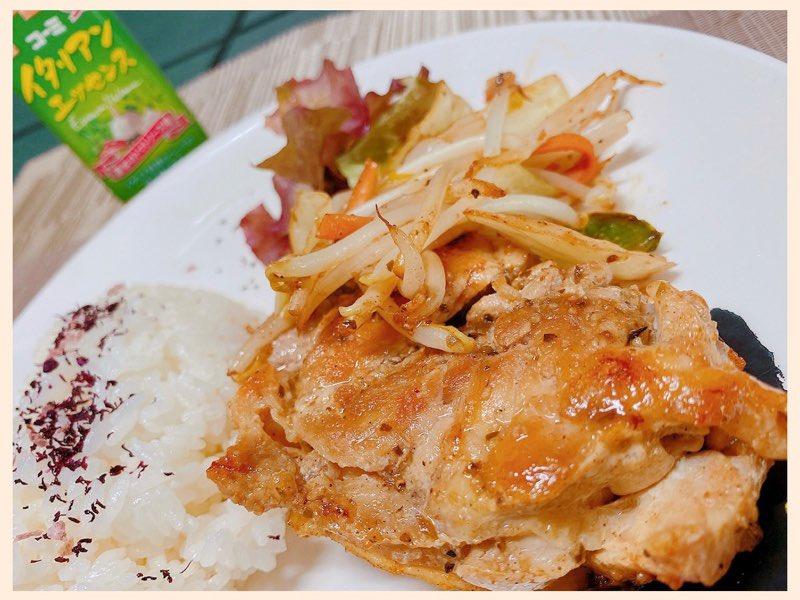 コーミ イタリアンエッセンスで鶏肉のハーブ風味焼き。美味しいけどイタリアンエッセンスわりとしょっぱいので量の加減がむずかし。 https://t.co/PP9CTjCigM