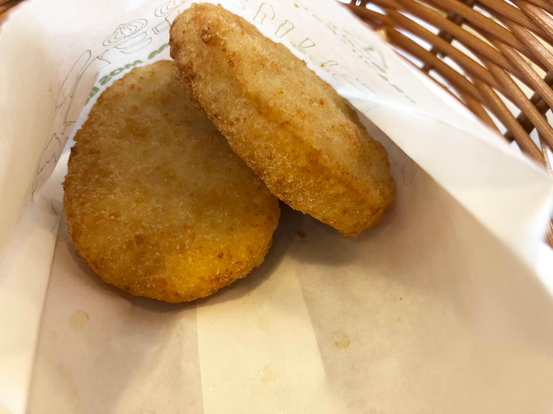 モスバーガーのチキンナゲット、揚げたて熱々でジューシーで美味しい。これはディップソースいらないな。 https://t.co/o94iIMNKM5