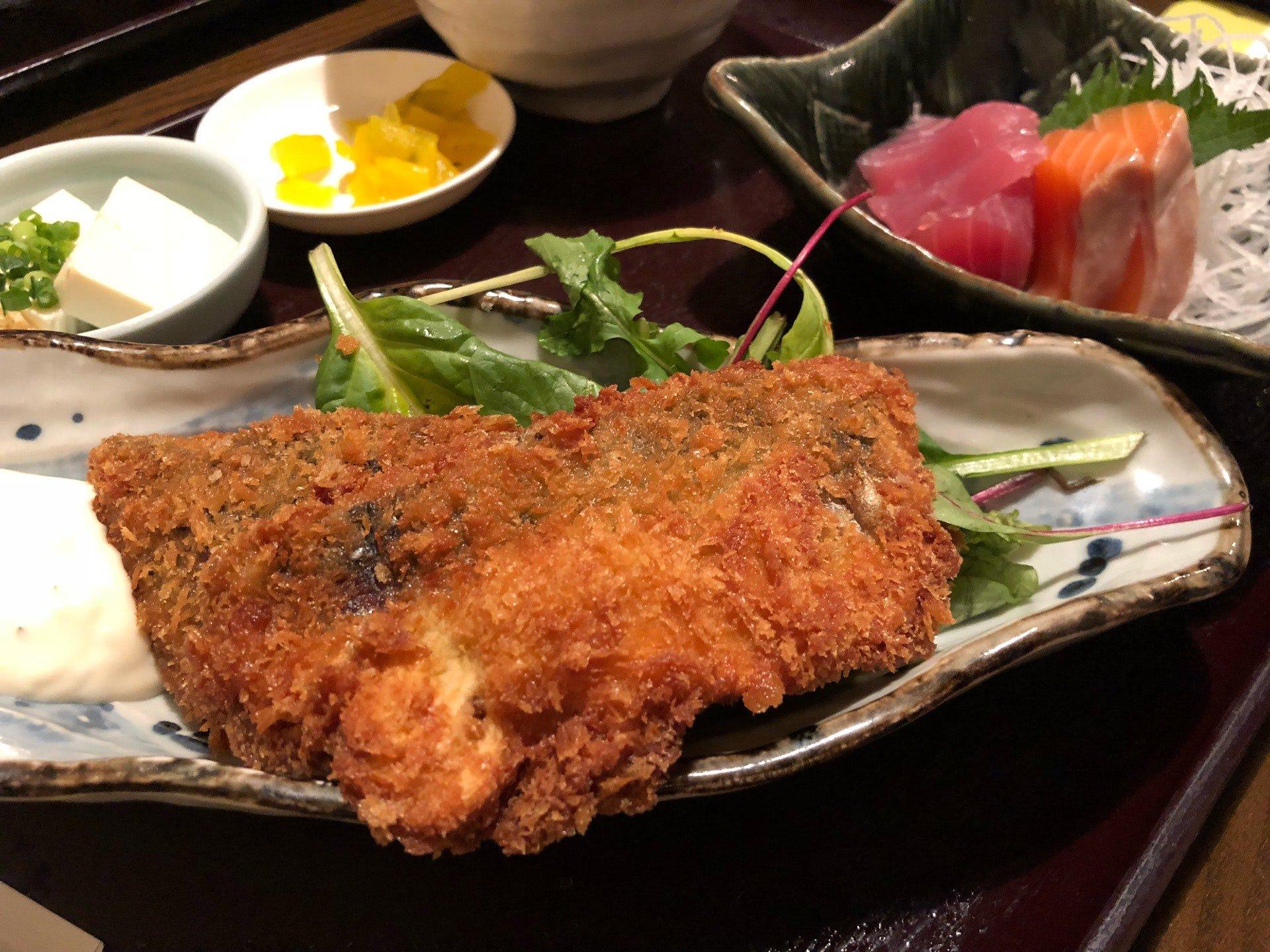 アジフライ定食 (@ さかなやま 名駅本店 in 名古屋市, 愛知県) https://t.co/InqYOaPEGO https://t.co/bWGTmDsyyx
