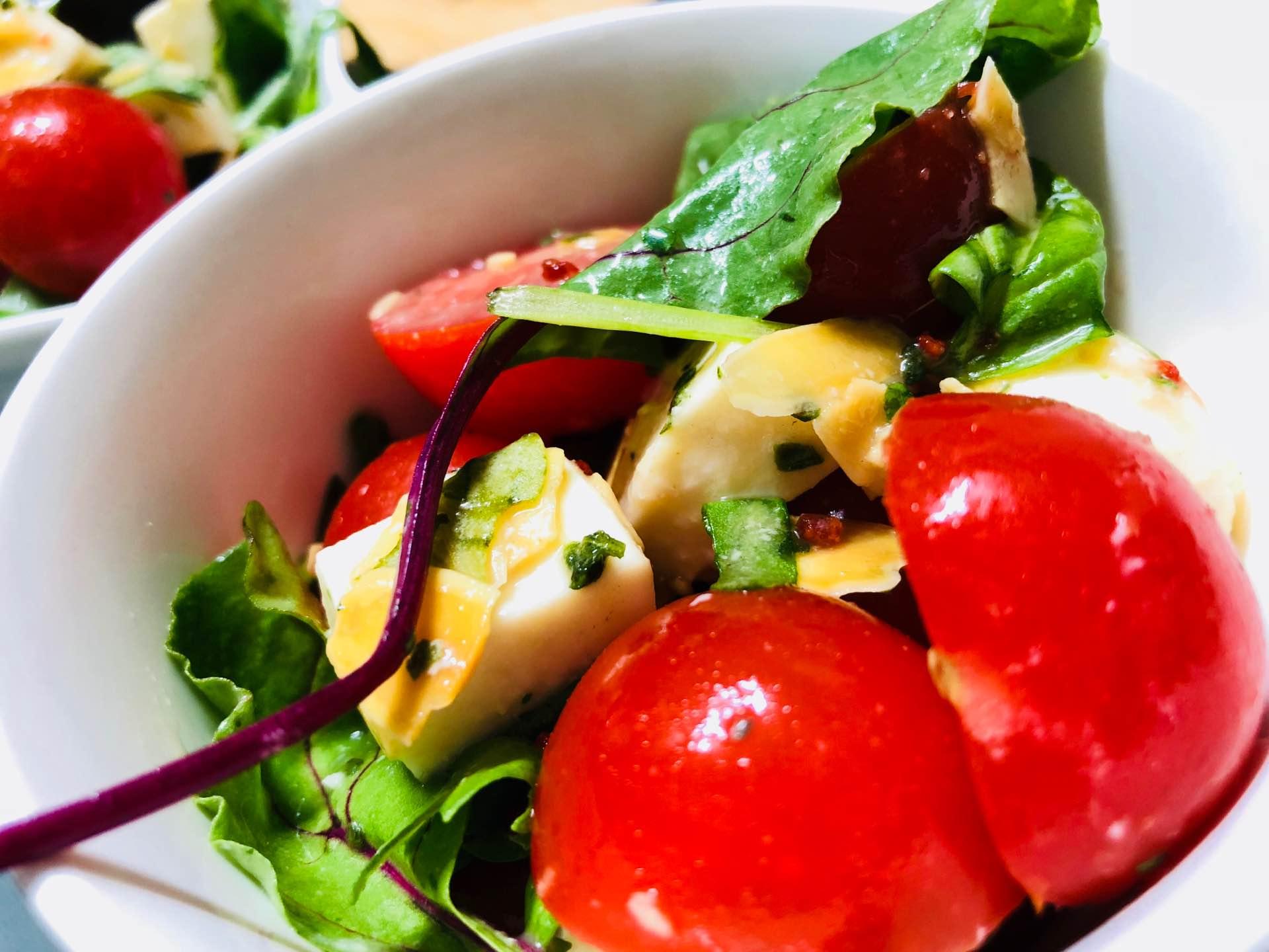 モッツァレラ、ミニトマト、ベビーリーフ、サラダ。 https://t.co/VLnHMA75Bn