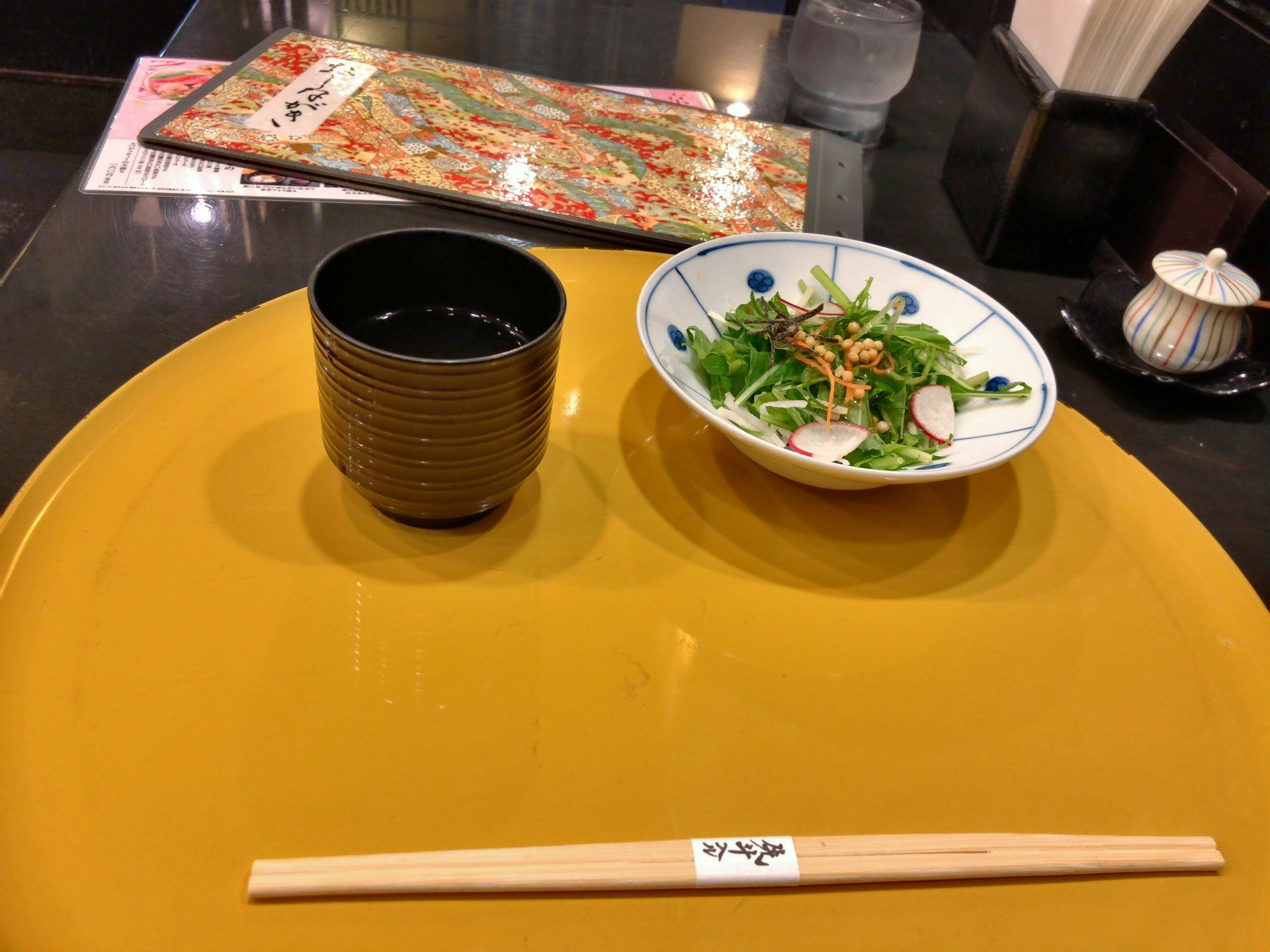 スパゲッティには和風スープがついてくる。鴨川セットを頼むと京風サラダとドリンクが付く。 (@ 京風スパゲッティー 先斗入ル in 名古屋市, 愛知県) https://t.co/4gBYNuoATf https://t.co/anfrKNuBx8
